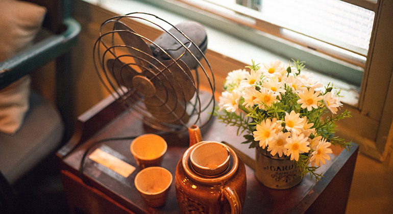 fan on desk with flowers